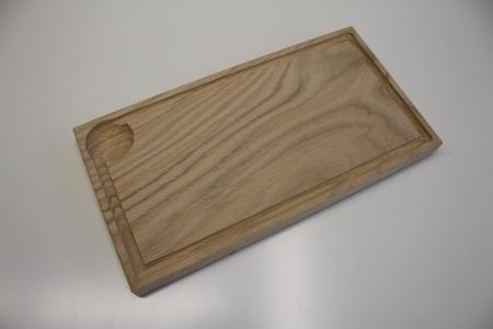 Dubové prkénko s drážkou a důlkem, 31,5x17x2 cm