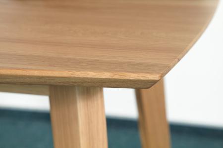 Jídelní stůl ONTUR 36 - masivní dub - detail